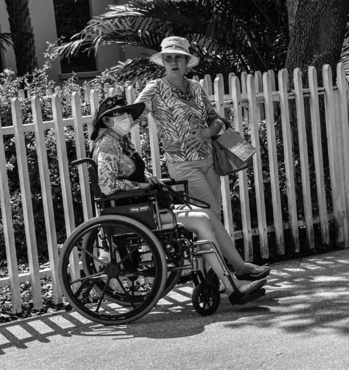 Vrouw met mondkapje St. Augustine 2017